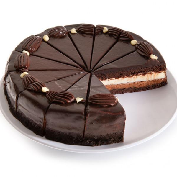 Pastel de mousse de chocolate blanco y oscuro