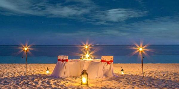 Organiza una cena romántica a la luz de las velas