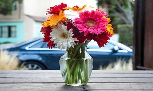Florero de flores frescas
