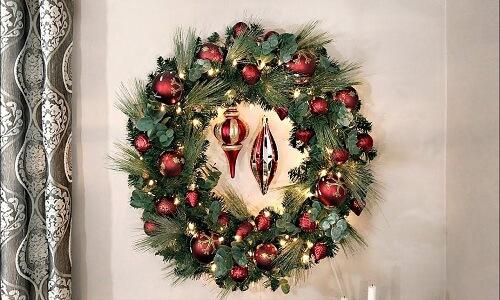 Árboles de Navidad y coronas