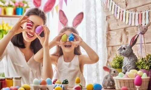 Juega juegos de Pascua en interiores