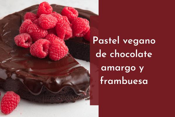 Pastel vegano de chocolate amargo y frambuesa