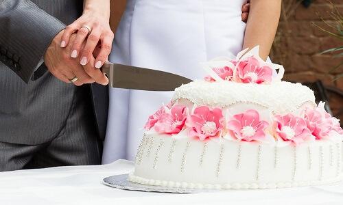 anniversary cake cutting